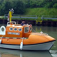 Bern Filax mit seinem Modellboot