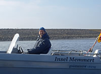 Enno Janßen in seinem Boot