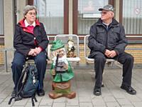 Erna und Fritz Lühken mit Zwergen