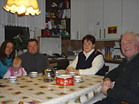 Familie Thun am Tisch