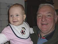 Theodor Thun mit Enkel