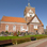 Die mächtige Kreuzkirche von Pilsum ist weithin sichtbar.