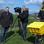 Mit dem Post-Fahrrad am Deich in Weener (v.l.) Kamera-Assistent Torben Schütt, Kameramann Reinhard Bettauer und Briefträger Jan Bruins.