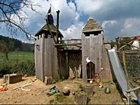 Selbstgebaute Ritterburg