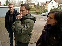 Christiane Bischoff, Paul Friedel und Sven Titzer warten auf die Hausverwaltung
