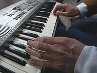 Jörg Brohme am Keyboard