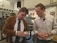 Jörg Brohme und Sven Tietzer in der Firma