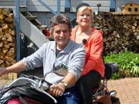 Annegret und Franz Winkel auf dem Motorrad