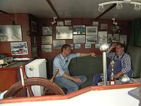 Nico Rothermund mit Sven Tietzer unter Deck