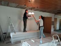 Schmid und Tietzer beim Renovieren
