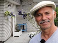 Heinz Bednarzik vor seinem Hauseingang