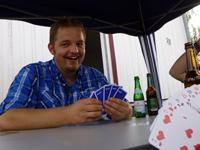 Beim Pokern mit Freunden