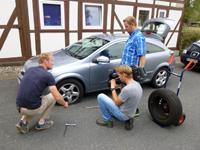 Reifenwechsel vor der Kamera
