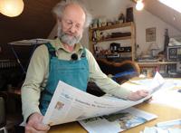 Werner liest Zeitung