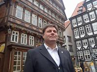 Marco Schulz vor dem Knochenhaueramtshaus